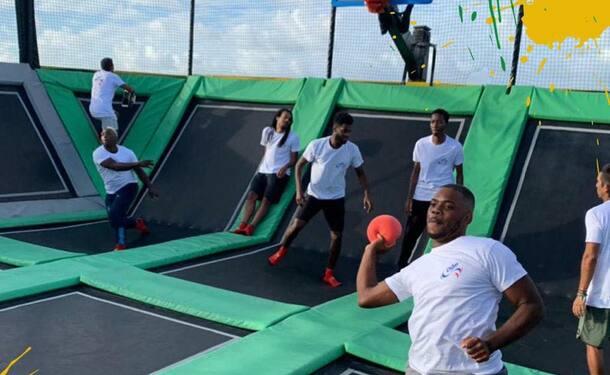 Dodgeball sur trampoline