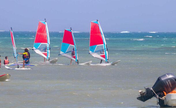 Planche à voile dans la baie du Vauclin