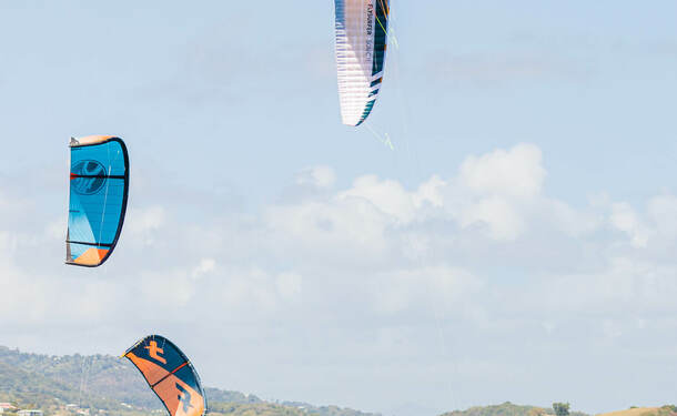 Kitesurf dans la baie du Vauclin